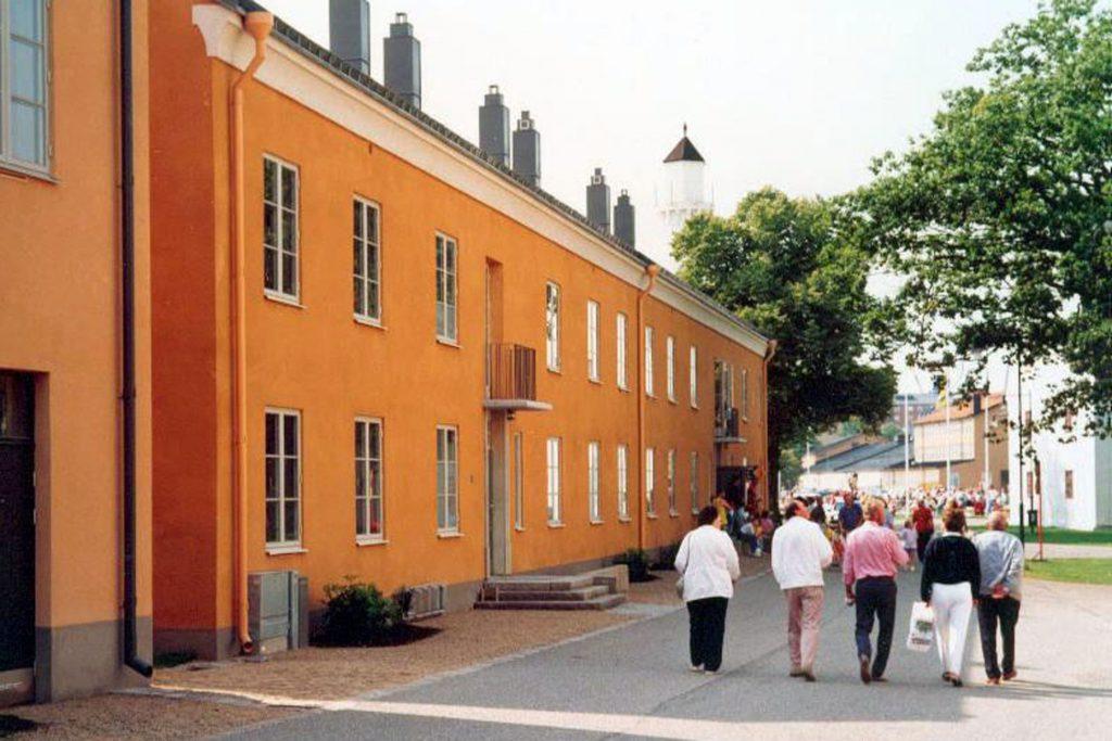 Stumholmen, Karlskrona, Brunnberg & Forshed (1993), där uppdraget var att höja nivån på detaljer och material i utan att kostnadsramarna överskreds